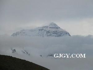 从绒布山谷眺望珠穆朗玛峰